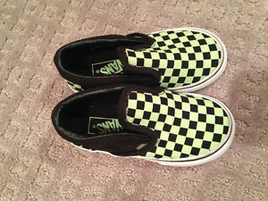 """8 pairs of shoes """"Brand Name"""" boys size 8 & 9 shoes Strathcona County Edmonton Area image 2"""