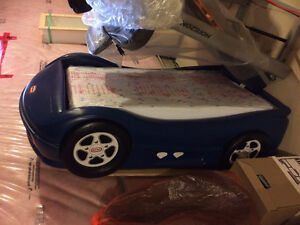 Little Tikes Sports Car bed w/mattress and board