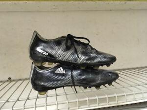Soulier soccer adidas f 30 en très bonne condition  8 1/2