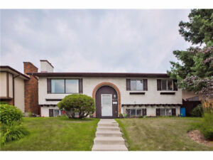 Beautiful 3 Bedroom SW Calgary Bungalow-Close to All Amenities!!