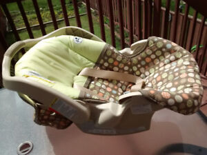 Graco Snugride infant / baby car seat