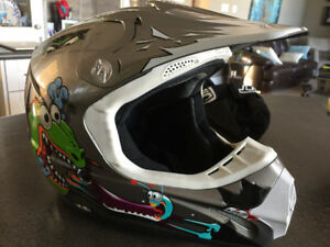 ATV/motocross helmet - youth Large