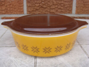 PYREX TOWN AND COUNTRY 444 BOWL and CASSEROLES London Ontario image 3