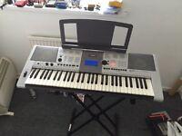 Yamaha E403 keyboard + stand