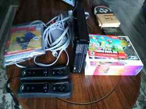 NINTENDO Wii, two controllers, 3 games