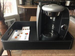 Cafetière Tassimo Bosch T46 avec cabaret simili cuir noir