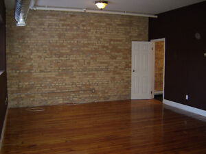 LIVE IN THE HEART OF DOWNTOWN, BEAUTIFUL APT FOR RENT JAN 2016 London Ontario image 2