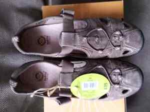 Brand new Ladies Sandles (with tags)