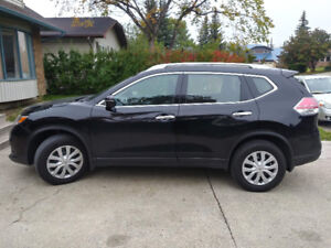 2015 Nissan Rogue S Low Km (***AWD + Winter Tires***)