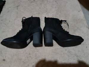 Woman's size 6 boots