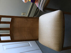 4 oak dinning room chairs.
