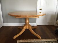 Round extendable dining table excellent condition
