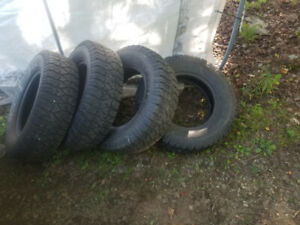 Pneus a vendre. Tires for sale !!