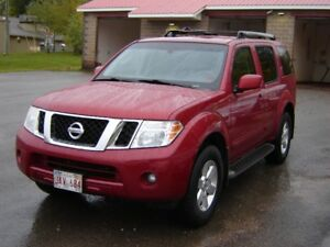 2011 NISSAN PATHFINDER***4X4***7 PASSANGER***HEATED SEATS**