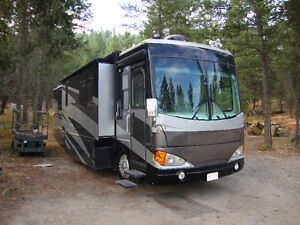 39' Fleetwood Excursion Class A Diesel Pusher Motorhome