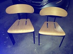4 chaises empilables style vintage