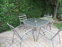 TABLE ET 4 CHAISES PATIO