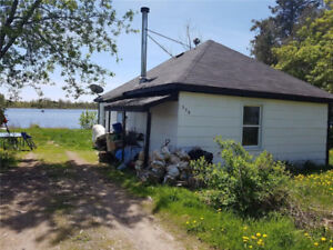 Waterfront cottage in beautiful village of Merrickville.