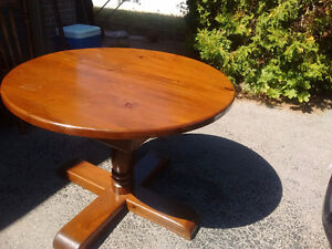 Dining Set: expanding round table + 4 chairs Peterborough Peterborough Area image 2
