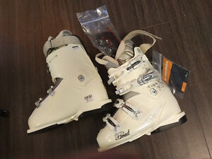 Never used women's ski boots size 7.5