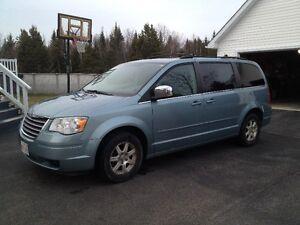 2008 Chrysler Town & Country Touring Minivan, Van