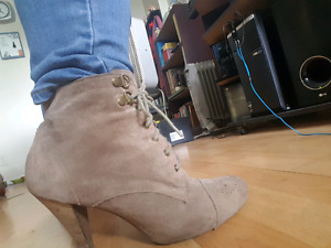 Size 9 Beige Heeled Boots from Aldo