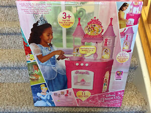 New! Disney princess magical kitchen set Reduced!