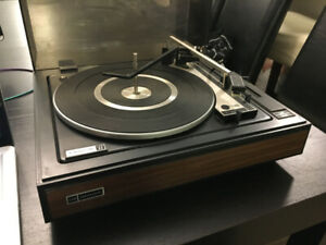 Vintage Realistic Lab 34 Turn Table Record Player turntable