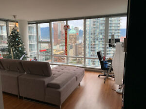 Private Room (den) in Beautiful Condo in Vancouver Downtown