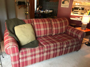 Queen Size Pullout Couch for Sale (Mont-Tremblant)