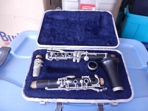 Artley 17s clarinet with case