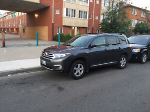 Selling a beautiful Toyota Highlander!