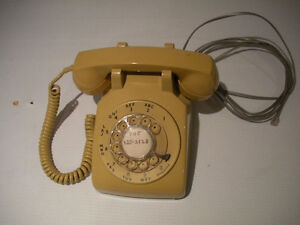 "VINTAGE ROTARY PHONE ""HARVEST GOLD"" COLOUR IN WORKING CONDITION"