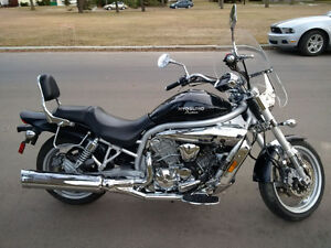 REDUCED to $3250 sport cruiser motorcycle (Hyosung GV650)