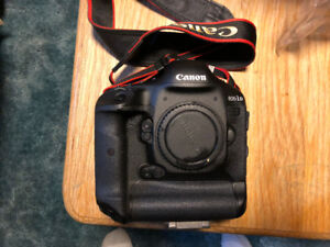 Canon 1Dx Pro Body Camera less than 9000 clicks