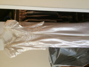 Robe de Mariée, Grandeur 7 Ans....... Jamais été Portée