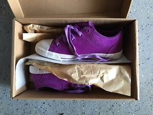 Brand new in box Ugg shoes for Girls size US 1, EU 31 West Island Greater Montréal image 5