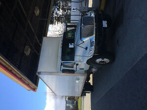 5 ton 2010 auto truck 28ftL 102h box with power tailgate and job