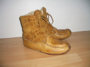 Boots for Snow ROCKETS -- natural fur / shearling --- size 9 US