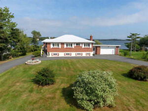 Oct 1st - LAKEFRONT- PORTERS LAKE 5 BED +  IN LAW SUITE !