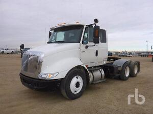 2005 INTERNATIONAL 8600 T/A Sleeper Truck Tractor Edmonton Edmonton Area image 1