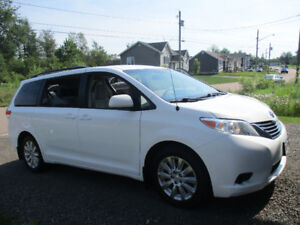 2013 Toyota Sienna LE AWD Amazing family vehicle!!