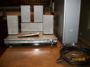 Panasonic SC-HT700 Surround Sound DVD/CD System