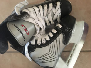 LIKE NEW! YOUTH CANADIEN SKATES YOUTH 11