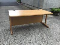 Straight 1600 oak desk