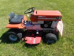 1971 Massey Lawn Tractor