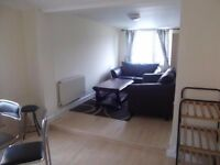 Spacious three bedroom flat in heart of Cardiff £800 PCM