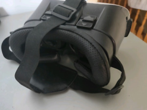 VR / Virtual Reality  Headset - Case - For phones - Like new