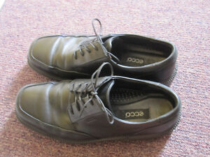 Mens/Teens shoes size 8