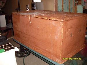 coffres en bois antique et ancien ideal pour table de salon